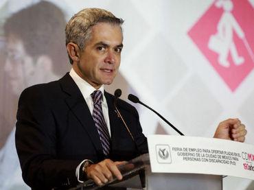 """Propuesta de AMLO de dar recursos a """"ninis"""", inviable, opina Mancera; lo que costaría a México 27 mil mdp por mes"""