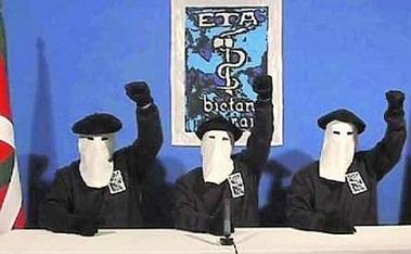 ETA entrega armas a las autoridades francesas antes de su próxima disolución