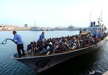 Encuentran al menos 13 migrantes muertos en una barca en el Mediterráneo