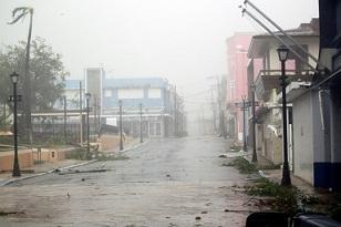 """La """"tormenta del siglo"""" deja devastación """"absoluta"""" en Puerto Rico"""