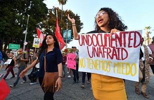 """""""Dreamers"""" celebran nuevo fallo judicial en EEUU que los aleja de la deportación"""