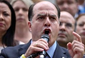 """Gobierno venezolano hace oferta """"subterránea"""" de atrasar comicios, dice opositor"""