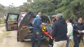 Cae camioneta 40 metros abajo. Cortadores de aguacate lesionados