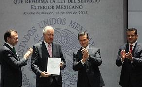 Peña Nieto promulga reforma a la Ley del Servicio Exterior Mexicano